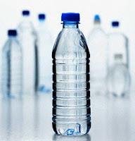 Botellas de agua, calvados y acetaldehído